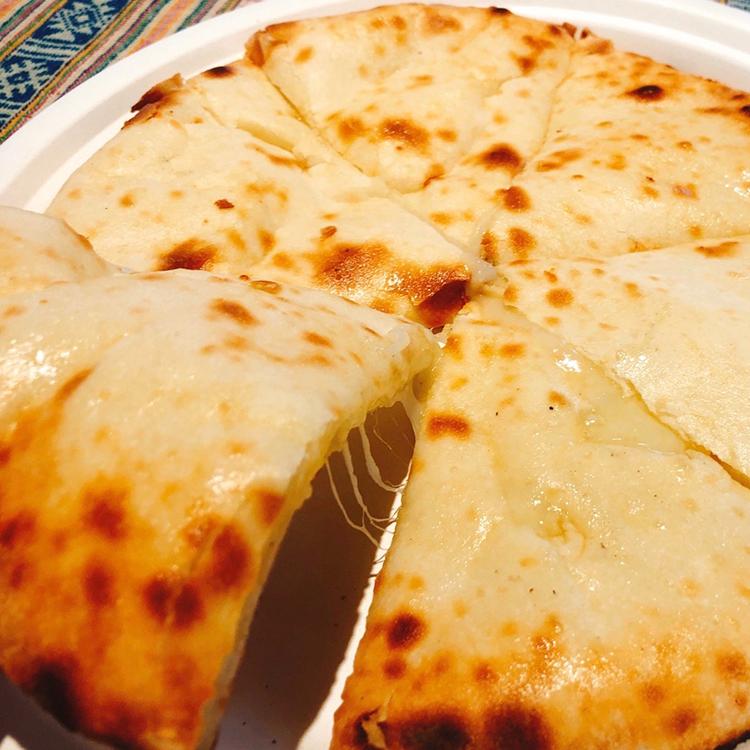 ブータンキッチン チーズナン